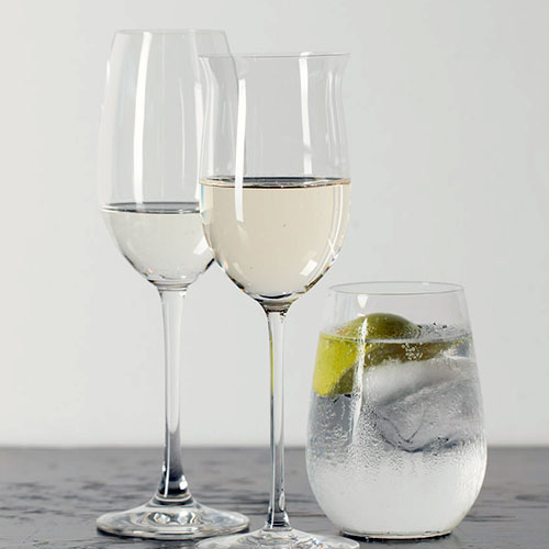 two wine glasses with gin and tonic
